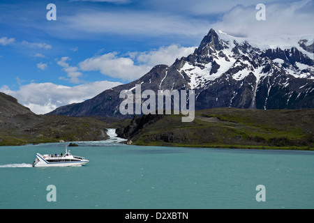 Sightseeing boat on Lago Pehoe, Torres del Paine National Park, Patagonia, Chile - Stock Photo