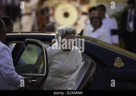 Feb. 4, 2013 - Phnom Penh, Cambodia - Former Queen Monineath Sihanouk arrives at cremation ceremonies for former - Stock Photo