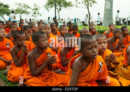 Phnom Penh, Cambodia - Young monks are praying for the cremation of King Norodom Sihanouk on Feb. 4, 2013. The king - Stock Photo
