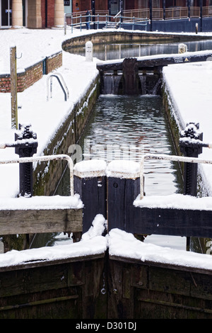 Lock gates on The Oxford Canal at Banbury in Winter, Oxfordshire. - Stock Photo