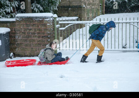 Sheffield, South Yorkshire, UK. 5th February 2013. Heavy snowfall at the beginning of the rush hour this morning. - Stock Photo