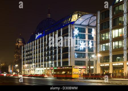 The Radisson Blu Hotel in the Christmas illuminations - Stock Photo
