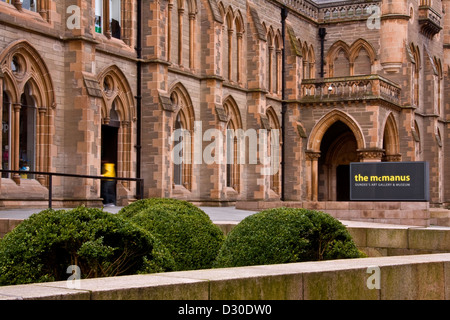 """A visitor entering the main doors of the """"McManus Museum & Art Gallery"""" in Dundee,UK - Stock Photo"""