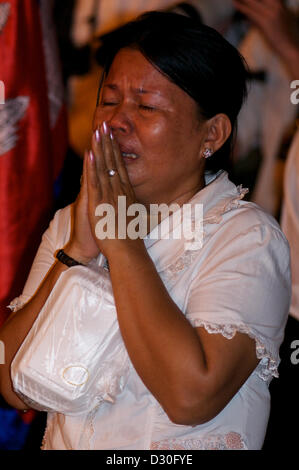 Phnom Penh, Cambodia. 4th February 2013. A Cambodian woman cries while King Norodom Sihanouk is cremated in Phnom - Stock Photo