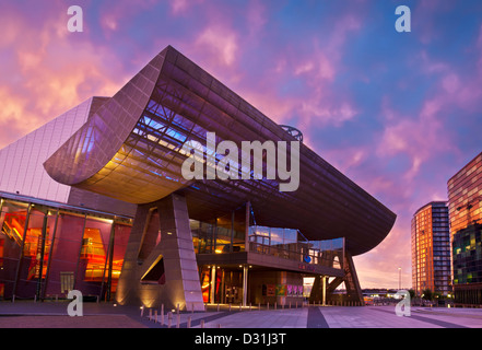 The Lowry Centre at Salford Quays illuminated at sunset Manchester Greater Manchester Lancashire England GB UK EU - Stock Photo