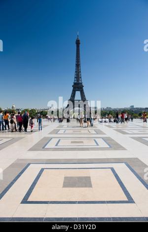 PLACE DU TROCADERO PALAIS DE CHAILLOT EIFFEL TOWER PARIS FRANCE - Stock Photo
