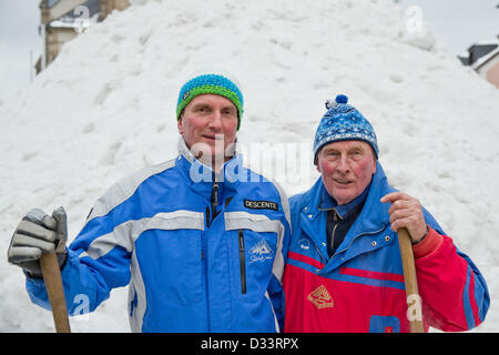 Bischofsgruen, Germany. 8th February 2013. Berndt (L) and Horst Heidenreich in front of 'Jacob', Germany's biggest - Stock Photo