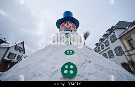 Bischofsgruen, Germany. 8th February 2013. View of 'Jacob', Germany's biggest snowman, in Bischofsgruen, Germany, - Stock Photo