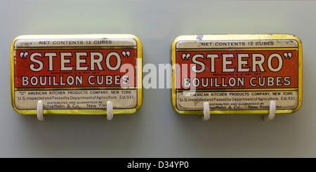 Early Steero Bouillon Cubes tin cans - circa 1911 - Stock Photo
