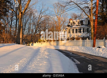 Chappaqua, New York, USA. 10th February  2013.  A snow storm over the weekend dumped up to two feet of snow across - Stock Photo