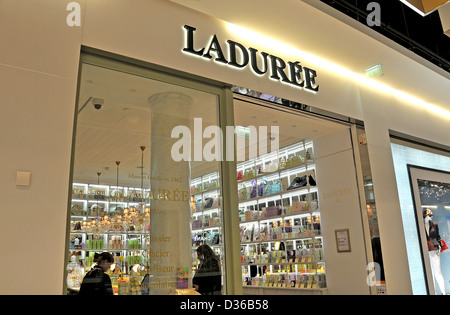 duty free shop terminal 2 roissy charles de gaulle airport paris stock photo royalty free image. Black Bedroom Furniture Sets. Home Design Ideas