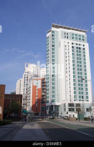 The Radisson Blu hotel in Cardiff, the Altolusso housing development - Stock Photo