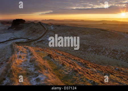 Daybreak sunrise on Hadrian's Wall National Trail looking to Housesteads Fort from Cuddy's Crags Northumberland - Stock Photo