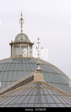 The glass domed roofs on the Kibble Palace in the Botanic Gardens in Glasgow. - Stock Photo