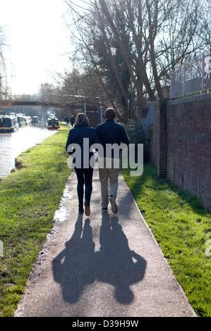 Couple walking on canal towpath, Jericho, Oxford, UK - Stock Photo
