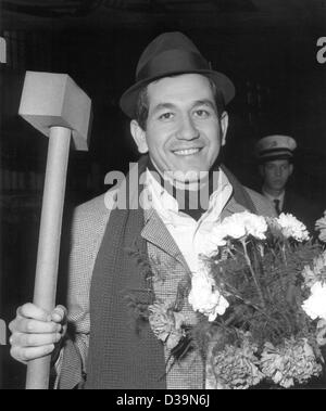 (dpa) - American latin pop singer Trini Lopez, who became world famous with songs like 'If I Had A Hammer' and 'Lemon - Stock Photo