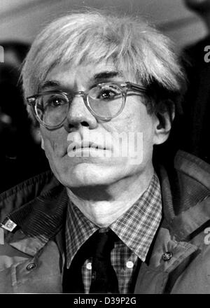 (dpa files) - The American artist Andy Warhol (1928 - 1987), pictured in Berlin, 3 March 1982. Warhol is considered - Stock Photo