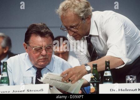 CSU secretary-general Edmund Stoiber points a newspaper articel out to bavarian Prime Minister and leader of the - Stock Photo