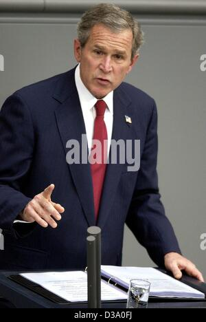 (dpa) - US President George W. Bush delivers his speech in German parliament, the Bundestag, in Berlin, 23 May 2002. He called for a joint European appearance against the 'enemies of freedom'. Bush came on a one-week visit to Europe, Germany being his first stop.