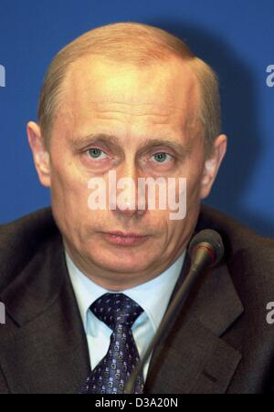 (dpa) - Russian President Vladimir Putin, during a press conference in Weimar, 10 April 2002.  Putin took part in - Stock Photo