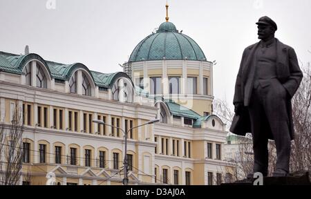 A statue of Lenin stands in front of DonbassPalace, the team hotel of Borussia Dortmund, in Donetsk, Ukraine, 12 - Stock Photo