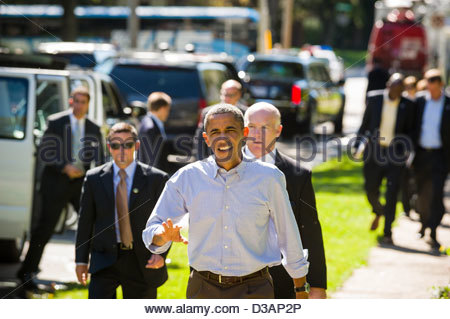 President Barack Obama walks up a sidewalk to greet supporters in a Des Moines, Iowa neighborhood. - Stock Photo