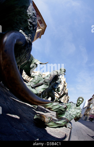 'Monumento al encierro' - Monument to the bull running festivities of San Fermin by Rafael Huerta, Pamplona, Navarra - Stock Photo