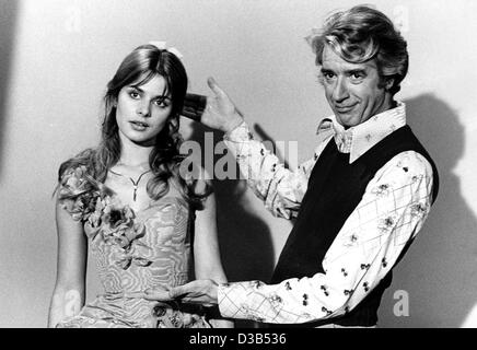 (dpa files) - German actress Nastassja Kinski and Dutch comedy host Rudi Carrell pictured during rehearsals for a German tv show in Bremen, West Germany, 29 December 1977. Kinski, the daughter of actor Klaus Kinski, starred in films such as 'Paris, Texas' and Polanski's 'Tess'. Dutch comedian Carrel