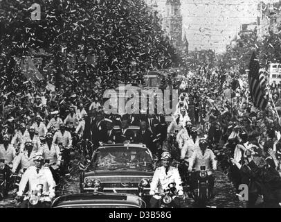 (dpa files) - US President John F. Kennedy (L) is celebrated with a confetti rain as he is escorted in an open limousine through the Rheinstrasse in West Berlin, 26 June 1963. The president is accompanied in the car by Berlin Mayor Willy Brandt (C) and German Chancellor Konrad Adenauer (R). The clim