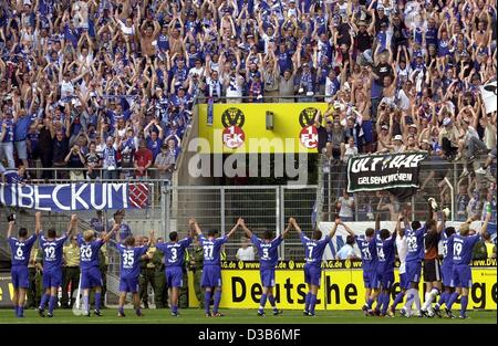 (dpa) - The players of German soccer club Schalke 04 thank their fans for their support after the the match 1st - Stock Photo