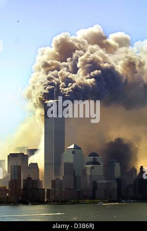 (dpa) - Clouds of smoke rise from the burning upper floors just before the second of the twin towers of the World - Stock Photo