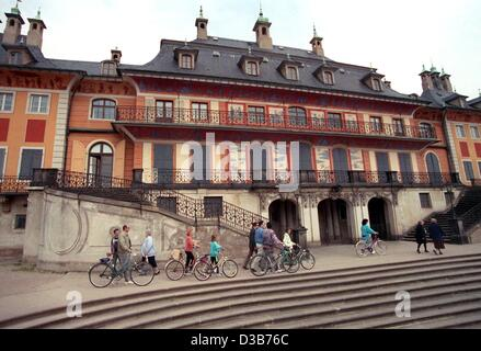 (dpa files) - A view of the Wasserpalais (water palace) on the banks of the river Elbe in Pillnitz, Germany, 4 May - Stock Photo