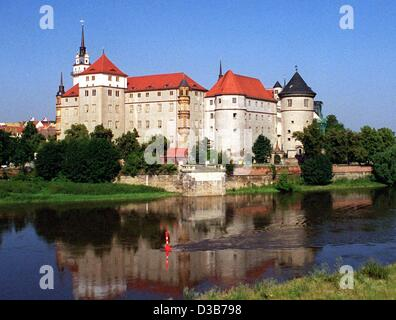 (dpa files) - A view across the River Elbe (Labe) to Hartenfels Castle in Torgau, Germany, 24 July 2001. The renaissance - Stock Photo