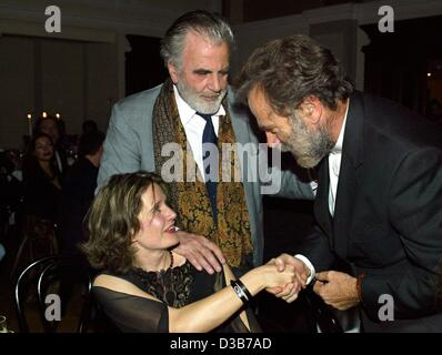 (dpa) - Italian actor Franco Nero (R) greets Maximilan Schell and Schell's girlfriend Elisabeth during a gala in - Stock Photo