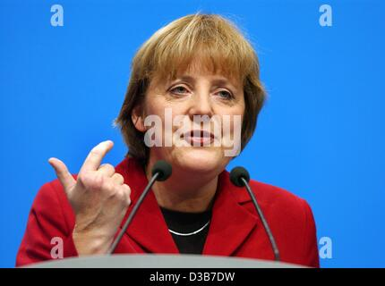 (dpa) - CDU Chairwoman Angela Merkel speaks during the CSU party convention in Munich, 22 November 2002. Under the motto 'Verlaessliche Politik - Stabilitaet fuer unser Land!' (reliable politics - stability for our country!) the CDU/CSU party defined their tasks as opposition party.