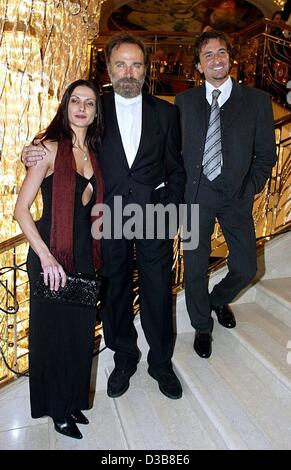 (dpa) - Italian actor Franco Nero (C), his nephew Andrea and Andrea's girlfriend Maria pose during a gala in the - Stock Photo
