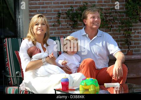 (dpa) - The picture shows the Crown Prince of the Netherlands Willem-Alexander with Princess Amalia and his wife - Stock Photo