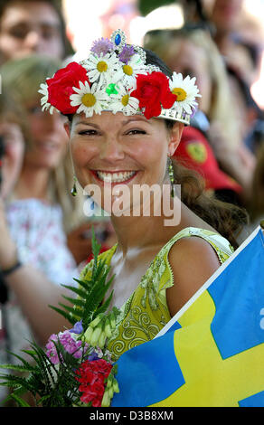 (dpa) - Crown Princess Victoria of Sweden smiles during the celebrations of her 28th birthday at Solliden castle - Stock Photo
