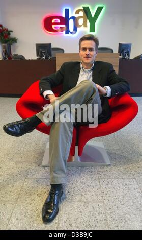 (dpa) - Philipp Justus, CEO of the online auction service 'ebay Deutschland', sits in an armchair in the entrance - Stock Photo