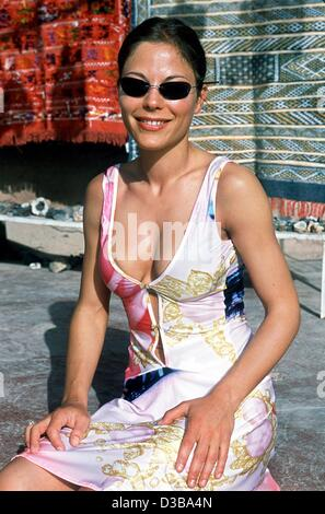 (dpa) - Actress Naike Rivelli poses in front of carpets in Quarzazate, Morocco, 10 March 2002. During the shooting - Stock Photo