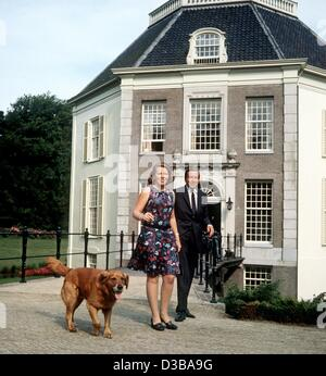 (dpa) - The file picture shows Prince Claus and Queen Beatrix of the Netherlands in front of Castle Drakesteyn, - Stock Photo
