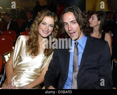 (dpa) - Carolyn Murphy, model for Estee Lauder, and her boyfriend attend the Bambi award show in the Estrel Convention - Stock Photo