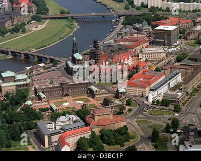 (dpa files) - An aerial view shows the historic city centre of Dresden by the River Elbe, 18 June 2000. - Stock Photo