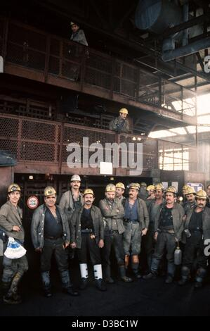 (dpa files) - Miners pictured before their last shift in the colliery 'Zollverein' (German Customs Union) in the - Stock Photo