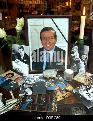 (dpa) - Photos of the late Prince Claus are on display in a shopwindow in The Hague, Netherlands, 13 October 2002. - Stock Photo