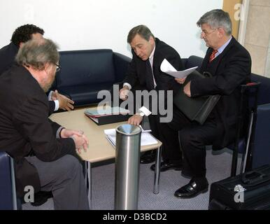 (dpa) - German Foreign Minister Joschka Fischer (R), the designated Economy and Labour Minister Wolfgang Clement - Stock Photo