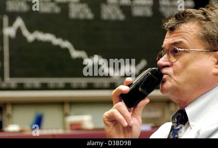 (dpa) - A broker worries about the market trend at the Frankfurt stock exchange, 22 January 2003. After a short - Stock Photo
