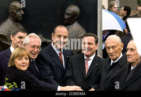 (dpa) - Angela Merkel, Chairwoman of the German CDU party, Bernhard Vogel, Prime Minister of the state of Thuringia, French President Jacques Chirac, German Chancellor Gerhard Schroeder, Max Adenauer, the son of the former German Chancellor Konrad Adenauer, and Philippe de Gaulle, the son of the for