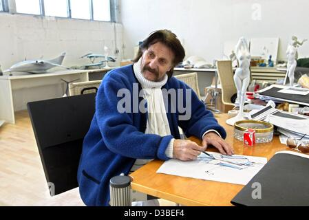 (dpa) - Industrial designer Luigi Colani is drawing in his workshop in Karlsruhe, Germany, 13 January 2003. The - Stock Photo