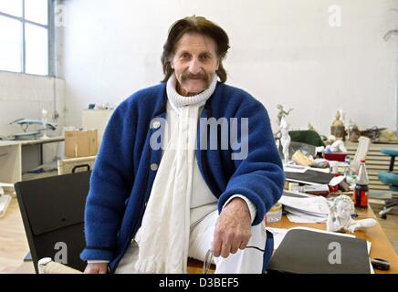 (dpa) - Industrial designer Luigi Colani is posing in his workshop in Karlsruhe, Germany, 13 January 2003. The Berlin - Stock Photo